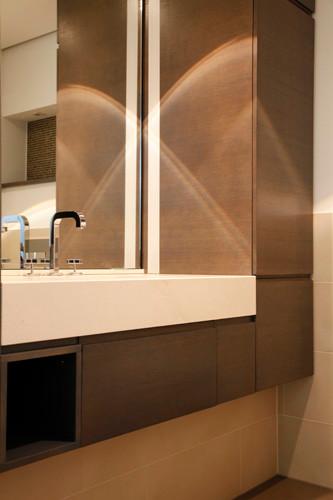 Bellevue 50 Schrankanlagen, Heizkörper-Verkleidungen und Waschtisch-Kombinationen aus CORIAN®