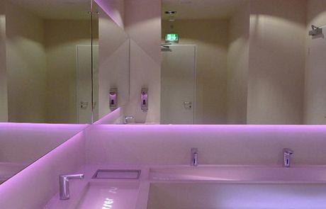 CinemaxX Berlin Waschtischanlagen samt Spiegelelementen