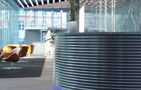 Emporio Tower Hamburg Empfangstresen und Glaswandverkleidungen