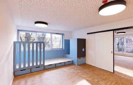 KITA Friedberg Spielpodeste, Schrankanlagen und Garderoben kamen Waschrinnen und Wickelplätze aus Corian®